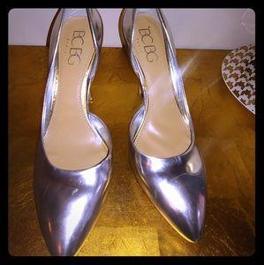 BCBG stylish silver pumps!!